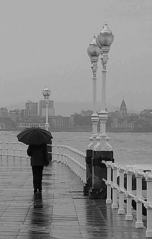 paseante-bajo-la-lluvia